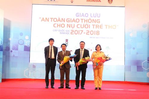 Lễ trao thưởng Hội giao lưu An toàn giao thông cho nụ cười trẻ thơ năm học 2017 - 2018 diễn ra ngày 21/4.