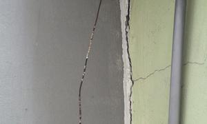 Hơn 40 nhà dân lún, nứt gần chung cư ở Hà Nội