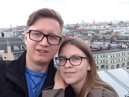Vladislav Kovalev (trái) và bạn gái. Ảnh: Washington Post.