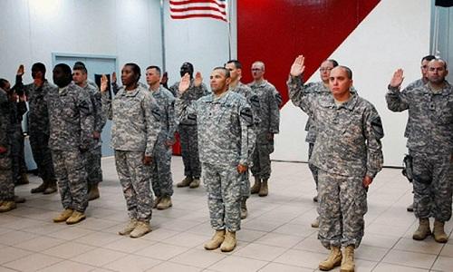 Các tân binh Mỹ trong một buổi tuyên thệ. Ảnh: US Army.
