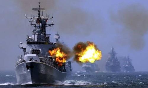 Tàu chiếnTrung Quốc trong một cuộc tập trận ở biển Hoa Đông năm 2015. Ảnh: AP.