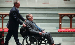 Cựu tổng thống Bush 'cha' nhập viện một ngày sau đám tang vợ