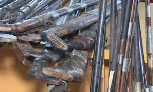Người dân vùng biên giới giao nộp súng tự chế