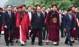 Thủ tướng Nguyễn Xuân Phúc dâng hương tại Đền Hùng