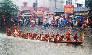Va chạm chìm thuyền trong hội bơi Đăm ở Hà Nội