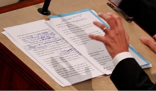 Macron thách thức Trump trước quốc hội Mỹ