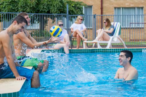Trại hè chuyên ngành Quản trị Khách sạn, Du lịch và Sự kiện - 1