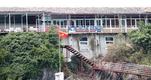Ngoài hàng loạt công trình xây dựng dưới chân núi, Diệp Trân xây dựng hẳn khu nhà rộng khoảng 600m2 trên núi thuộc đảo Cát Dứa 2. Ảnh: Giang Chinh