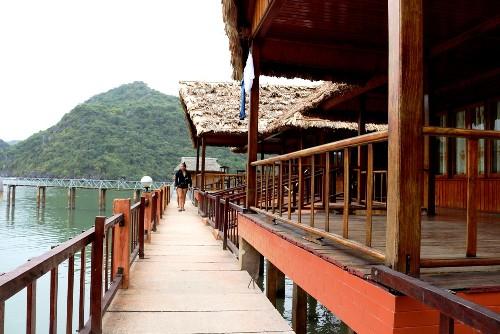 Đầu tư hàng chục tỷ đồng,Công ty TNHH du lịch, dịch vụ thủy sản thương mại Thùy Trang đã biến đảo Năm Cát thành khu Resort hoàng tráng. Ảnh: Giang Chinh