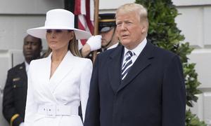 Những lần Melania từ chối nắm tay Trump
