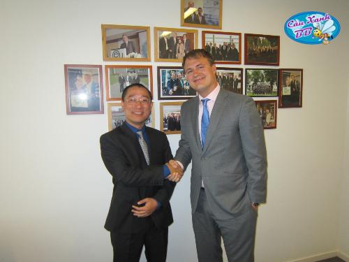 Đại diện Công ty Cầu Xanh tới thăm và thắt chặt quan hệ hợp tác tại EU Business School vì lợi ích của sinh viên.