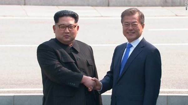 Lãnh đạo Hàn - Triều lần đầu gặp mặt sau 11 năm