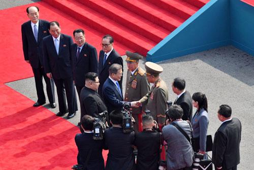 Những bất ngờ trong cuộc gặp thượng đỉnh Kim-Moon