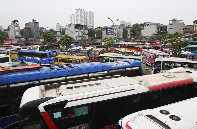 Bến xe, cửa ngõ thủ đô ùn tắc nghiêm trọng