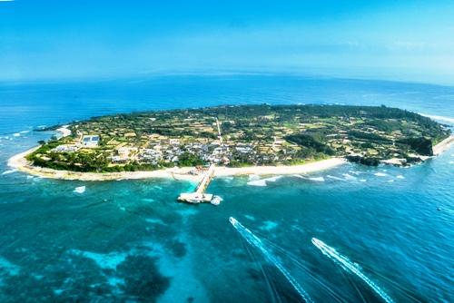 Đảo Bé - Lý Sơn, một trong những thắng cảnh hoang sơ được FLC đề nghị đưa vào dự án. Ảnh: Bùi Thanh Trung.