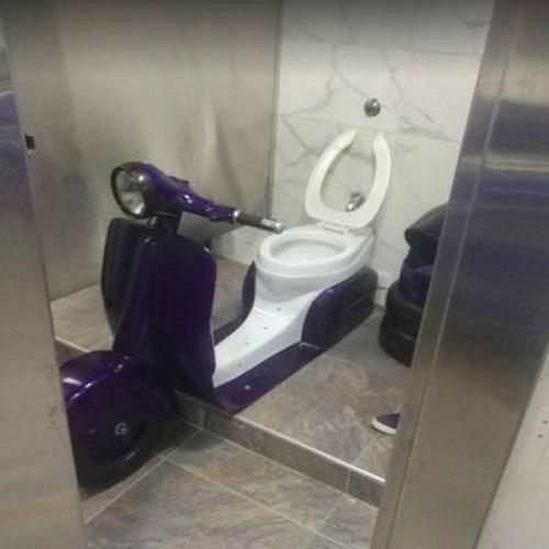 Nhà vệ sinh của người đam mê xe cộ.