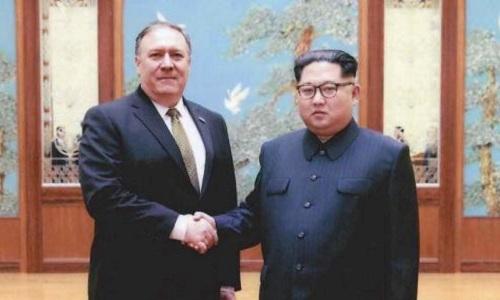 Lãnh đạo Triều Tiên Kim Jong-un và tân Ngoại trưởng Mỹ Mike Pompeo tại Bình Nhưỡng hồi cuối tháng 3. Ảnh: AFP.