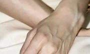 Vì sao tay nổi gân xanh?
