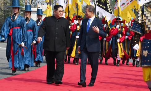 Những đoạn hội thoại giữa Kim Jong-un và Moon Jae-in trong cuộc gặp lịch sử