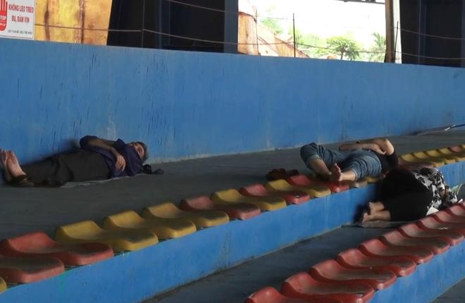 Du khách vật vã tại các khu vui chơi ở Hà Nội