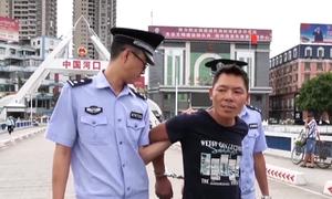 Công an Lào Cai bàn giao nghi phạm giết người cho Trung Quốc
