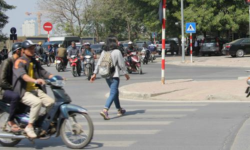 Tâm thư của người đi bộ gửi tài xế tại Hà Nội
