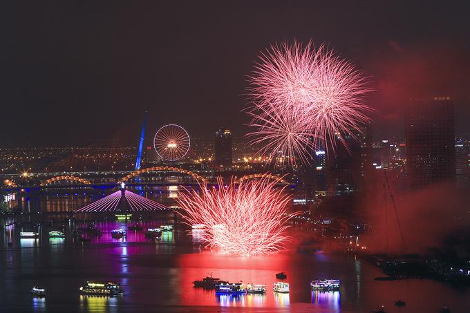 Việt Nam và Ba Lan đua tài trong lễ hội pháo hoa quốc tế