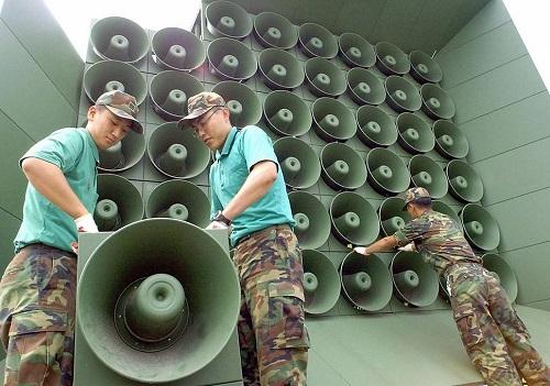 Một dàn loa phát thanh chống Triều Tiên của Hàn Quốc tại biên giới. Ảnh: Korea Herald.