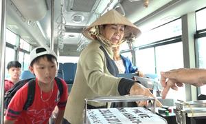 Hành khách bất ngờ được đi xe buýt miễn phí trong ngày lễ