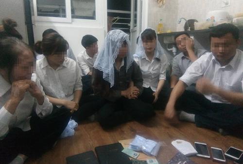 Nhóm người bị nhà chức trách Nghệ An mời làm việc đêm 29/4.
