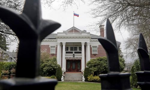 Nga tố cáo Mỹ bí mật tháo quốc kỳ tại tòa nhà Tổng lãnh sự