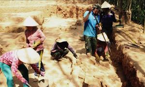 Phế tích tháp Chăm 1.000 năm được khai quật ở Bình Định