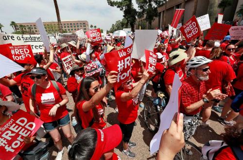 Không tin lời hứa tăng lương, giáo viên Mỹ biểu tình