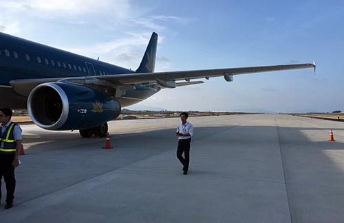 Máy bay chở hơn 200 hành khách đáp nhầm đường băng tại sân bay Cam Ranh. Ảnh:An Phước.