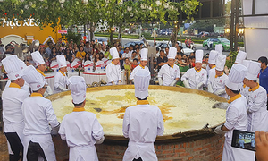 Bánh xèo dài gần 3,7 m xác lập kỷ lục Việt Nam