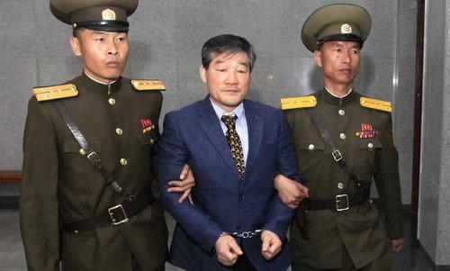 Kim Dong-chul khi ra tòa án Triều Tiên năm 2016. Ảnh: AP.