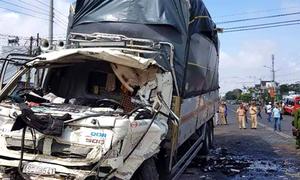 10 người gặp nạn khi ôtô khách đấu đầu xe tải