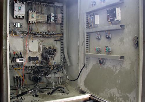Hệ thống điện của máy bơm tự động bị hỏng không hoạt động. Ảnh: Duy Trần