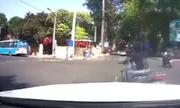 Nữ Ninja luá»n xe máy qua ôtô 50 chá» rá»i tạt Äầu Mercedes