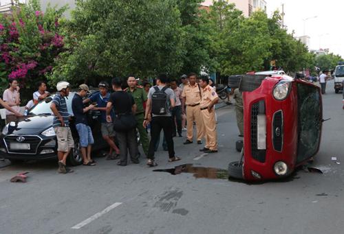 Thiếu niên lái ôtô tông nhiều xe ở Sài Gòn
