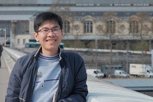 Nguyễn Trần Hoàng đang học tập tại Pháp. Ảnh: NVCC