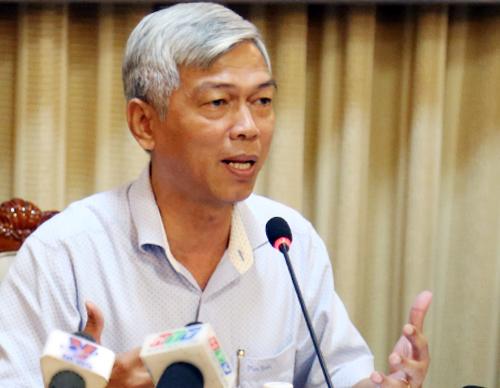 Chánh văn phòng UBND TP HCM Võ Văn Hoan trao đổi với báo chí về sai phạm của ông Lê Tấn Hùng. Ảnh: Trung Sơn.
