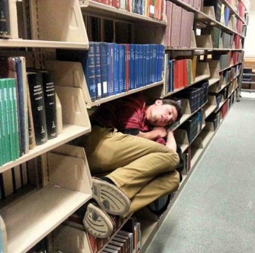 Tôi không phải sách đâu nhé.