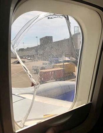 Máy bay của Southwest Airlines hạ cánh khẩn vì nứt cửa sổ