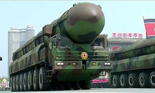 Tên lửa đạn đạo xuyên lục địa Triều Tiên trong lễ duyệt binh ngày 15/4/2017. Ảnh:KCNA.