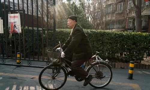 Ông lão Trung Quốc tìm người nhận nuôi mình vì quá cô đơn