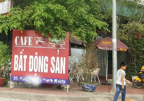 Khu giao dịch bất động sản mọc như nấm tại huyện Vân Đồn. Ảnh: Minh Cương
