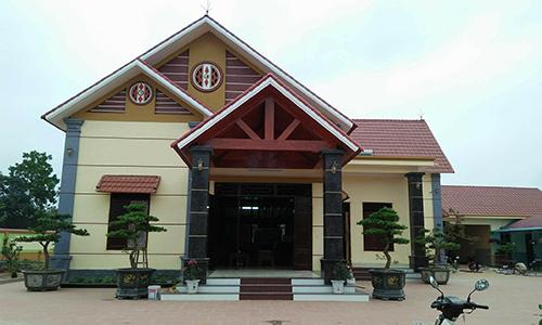 Căn nhà kiên cố rộng hàng trăm m2 gia đình ông Công xây trái phép trên đất hai lúa. Ảnh: Lam Sơn.