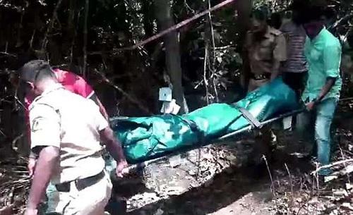 Xác của nạn nhân được tìm thấy trong rừng ngập mặn hôm 21/4, hơn một tháng sau khi mất tích. Ảnh: NDTV.