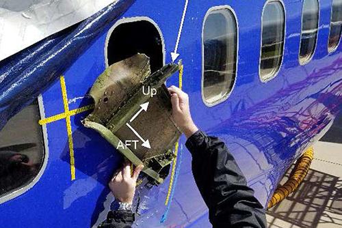Mảnh vỏ động cơ gây vỡ cửa sổ của máy baySouthwest Airlines